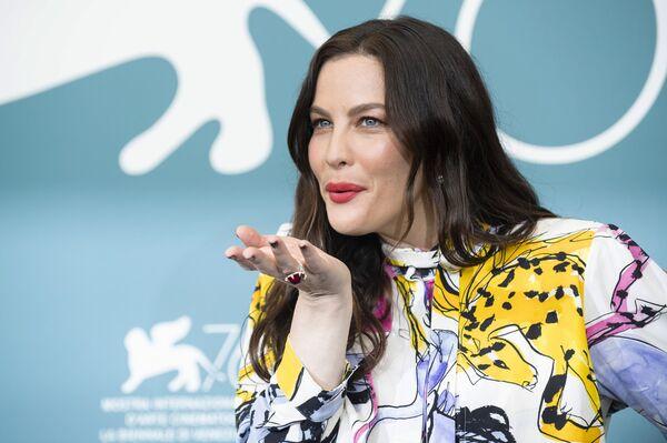 L'attrice Liv Tyler posa per i fotografi alla 76a edizione del Festival del cinema di Venezia, Italia, giovedì 29 agosto 2019 - Sputnik Italia