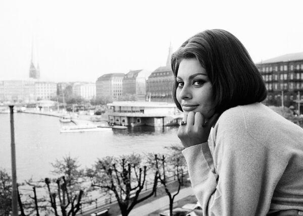 L'attrice italiana Sophia Loren ad Amburgo, il 21 maggio 1962 - Sputnik Italia
