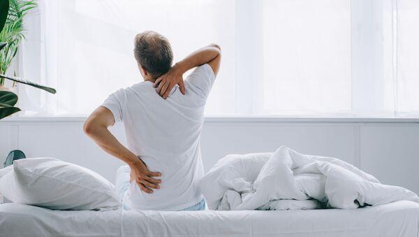 Мужчина с болью в спине - Sputnik Italia