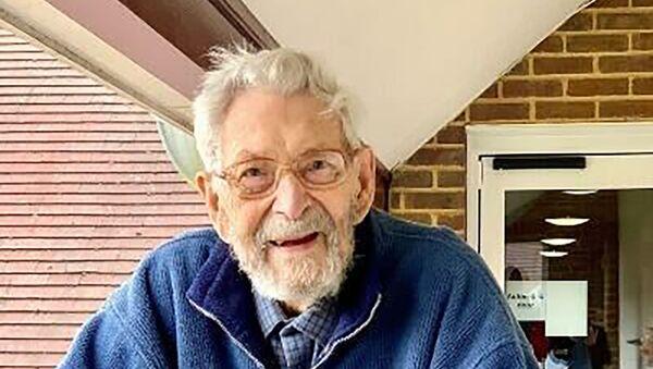 Morto nel Regno Unito l'uomo più vecchio del mondo - Sputnik Italia