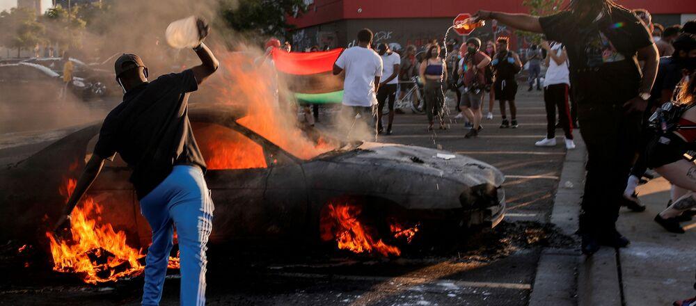 Non si placano le tensioni a Minneapolis, esplose a seguito della morte del cittadino afroamericano George Floyd dopo essere stato arrestato dalla polizia all'inizio di questa settimana