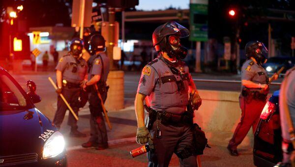 Proteste a St. Paul, Minnesota, USA dopo la morte dopo che la morte di George Floyd durante il suo arresto è stata ripresa in un video - Sputnik Italia