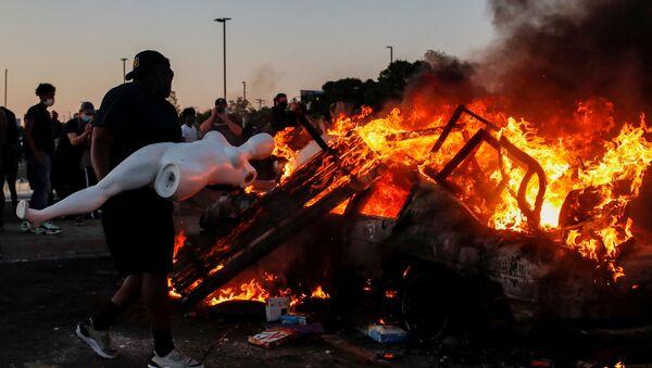 Proteste a Minneapolis, USA, dopo la morte dopo che la morte di George Floyd durante il suo arresto è stata ripresa in un video - Sputnik Italia
