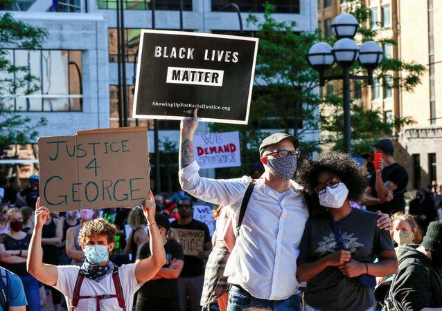 Proteste a Minneapolis, USA, dopo la morte dopo che la morte di George Floyd durante il suo arresto è stata ripresa in un video