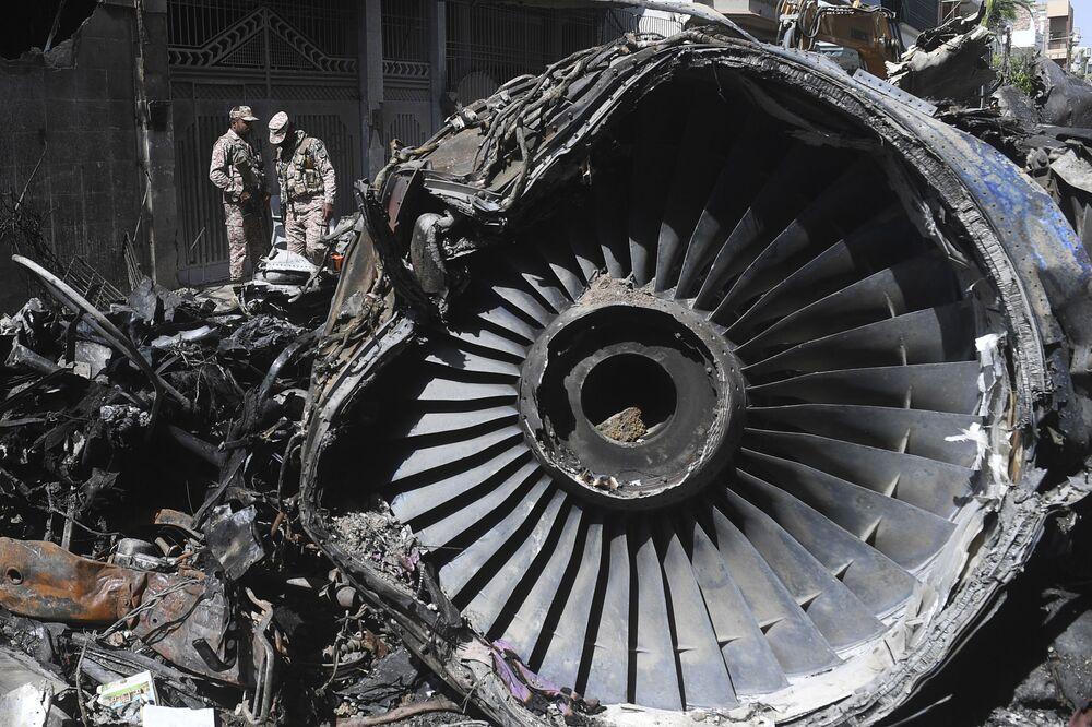 Relitto di un aereo pakistano della International Airlines a Karachi, in Pakistan