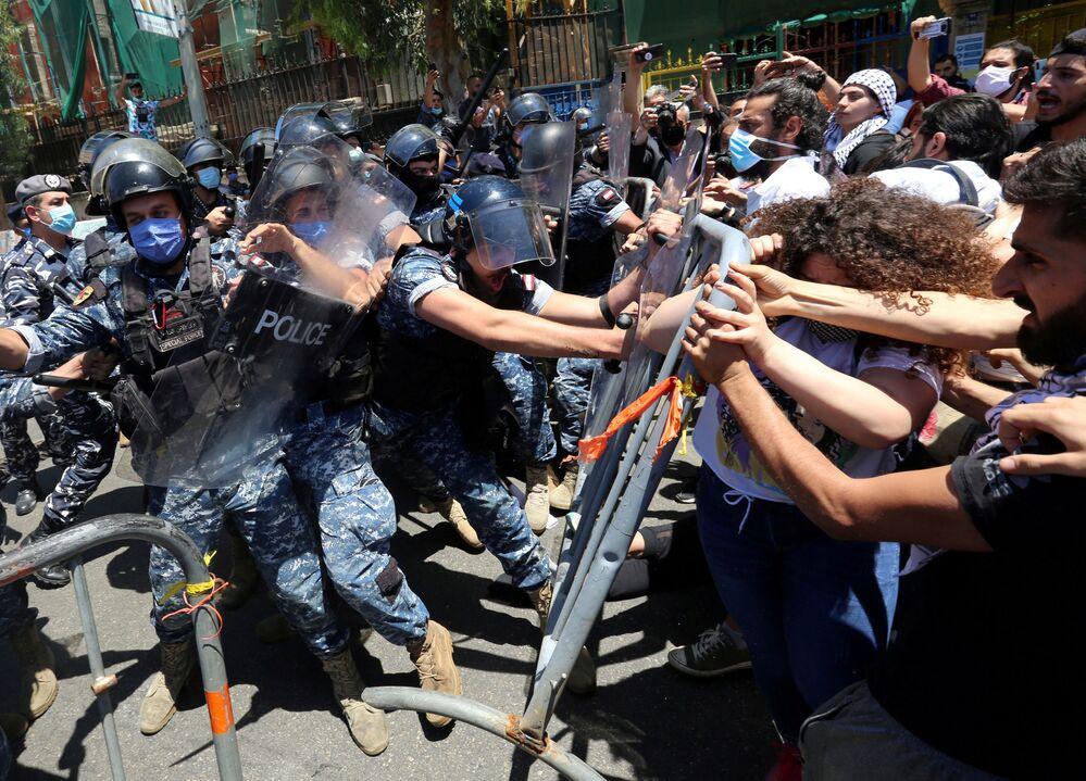 Scontri della polizia con i manifestanti a Beirut, in Libano