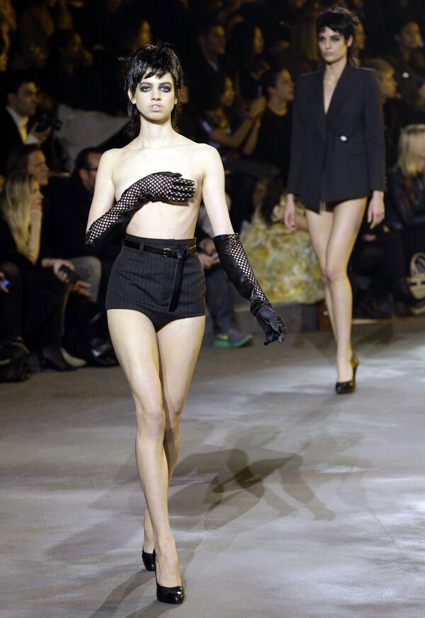 Una modella in topless alla Settimana della Moda a New York. - Sputnik Italia
