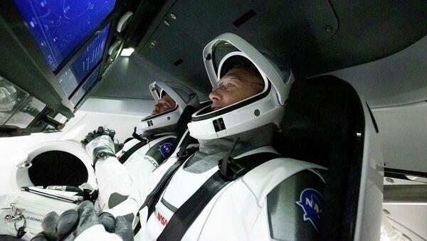 Robert Behnken e Douglas Hurley, a bordo della Crew Dragon - Sputnik Italia