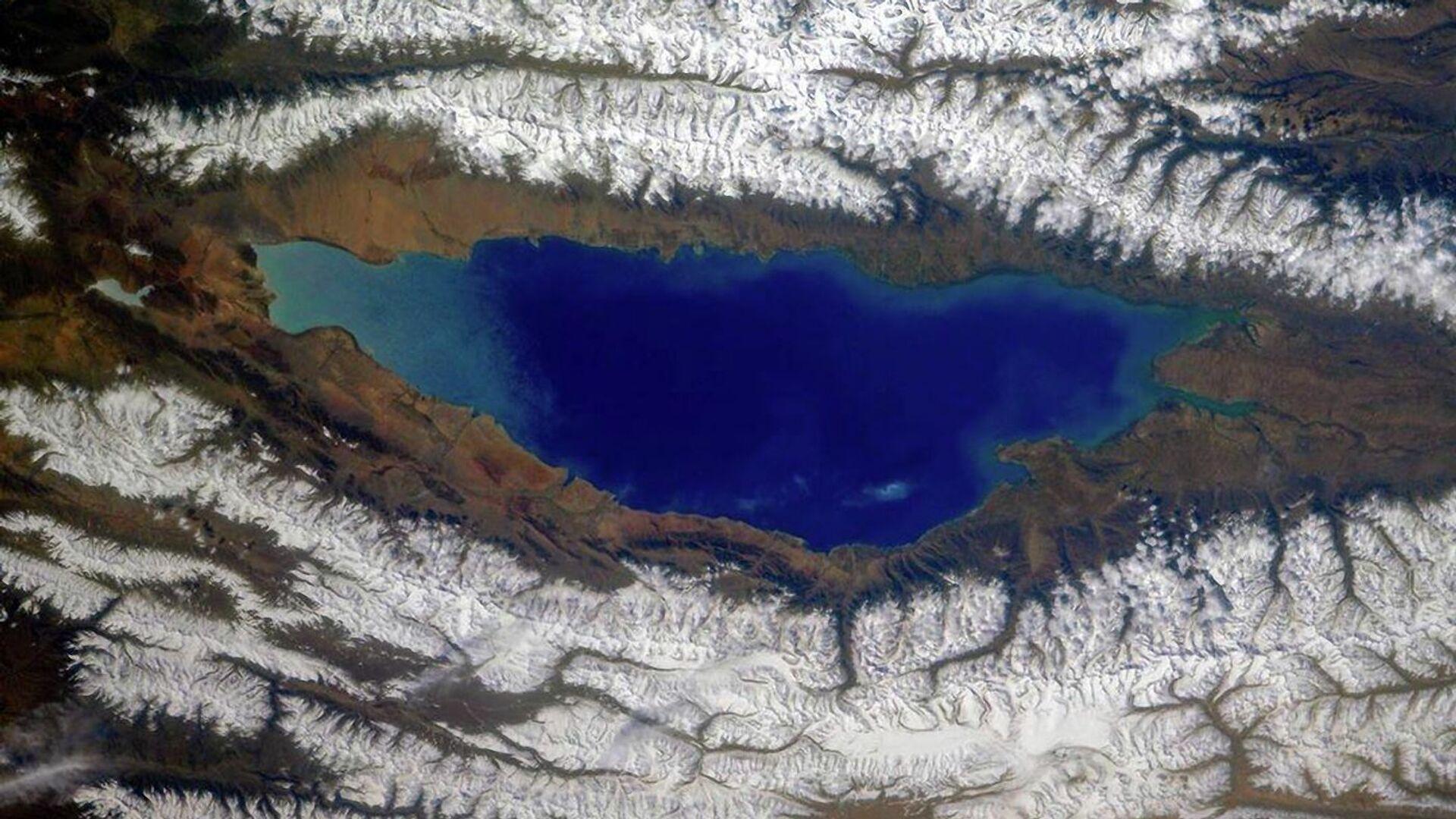 Lago Issyk-Kul e le creste circostanti del Tien Shan settentrionale, Kirghizistan - Sputnik Italia, 1920, 09.08.2021
