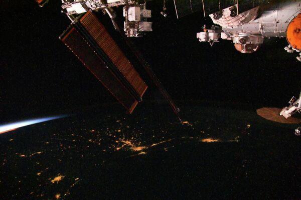 Crepuscolo spaziale visto dalla ISS. - Sputnik Italia