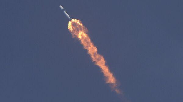 La navicella Crew Dragon, sviluppata dalla SpaceX di Elon Musk, in volo verso la ISS. - Sputnik Italia