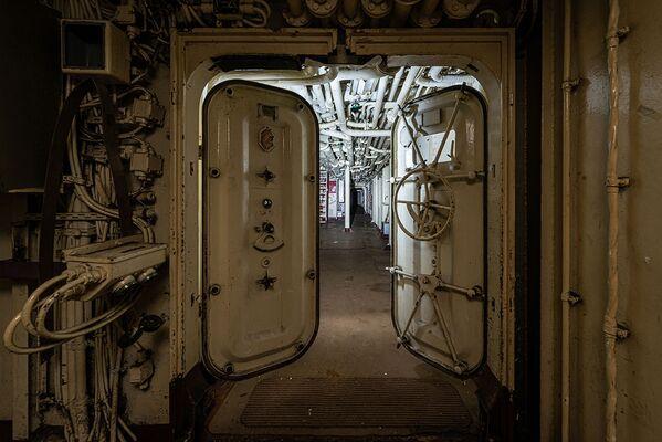 Una nave da guerra abbandonata trovata dal fotografo Bob Thissen - Sputnik Italia