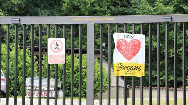 """Un poster con la scritta """"Noi amiamo Bergamo"""" - Sputnik Italia"""