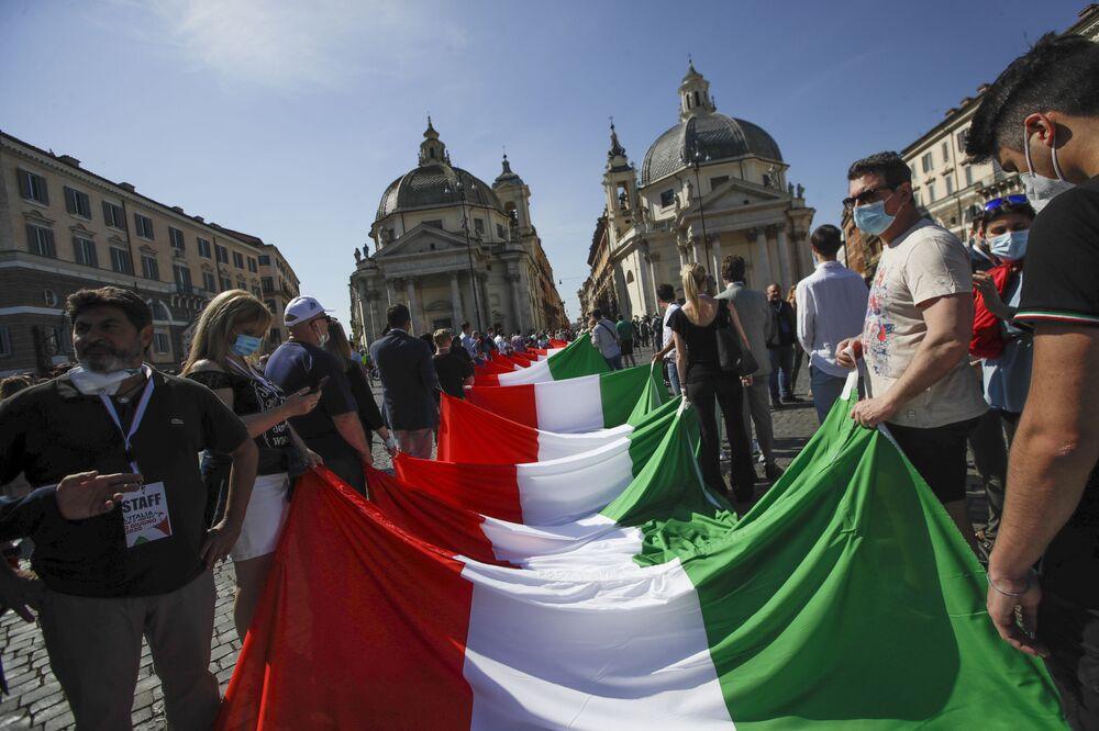La manifestazione antigovernativa organizzata dai partiti di centrodestra a Roma.