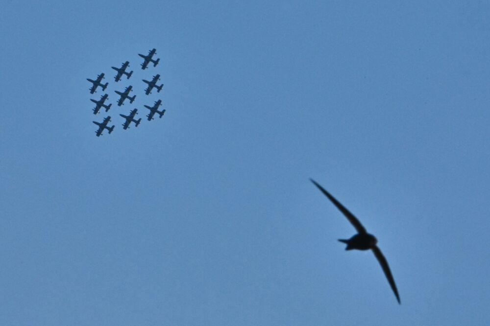Le Frecce Tricolori in volo in occasione della Festa della Repubblica.