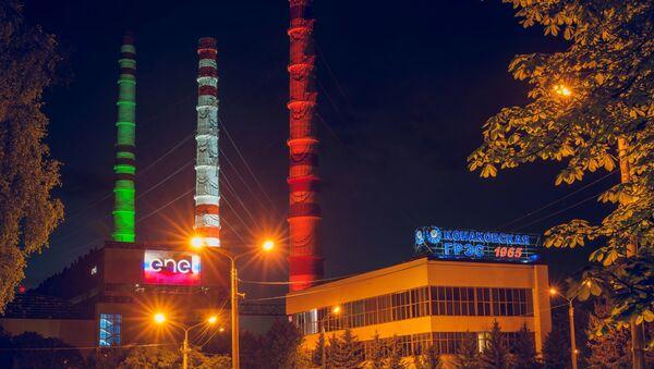 Centrale elettrica Konakovskaya illuminata con il tricolore italiano. - Sputnik Italia