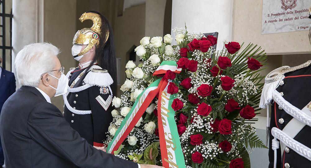 Codogno - Il Presidente della Repubblica Sergio Mattarella al Cimitero di Codogno depone una corona di fiori in ricordo dei caduti per Covid 19, oggi  2 giugno 2020.