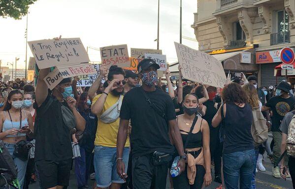 La manifestazione contro le violenze della polizia a Parigi, Francia - Sputnik Italia