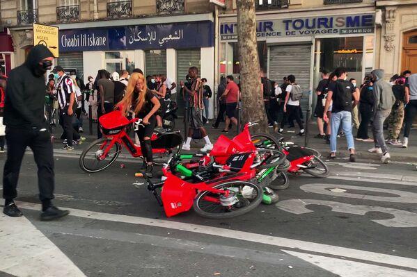 Le proteste contro le violenze della polizia a Parigi, Francia - Sputnik Italia