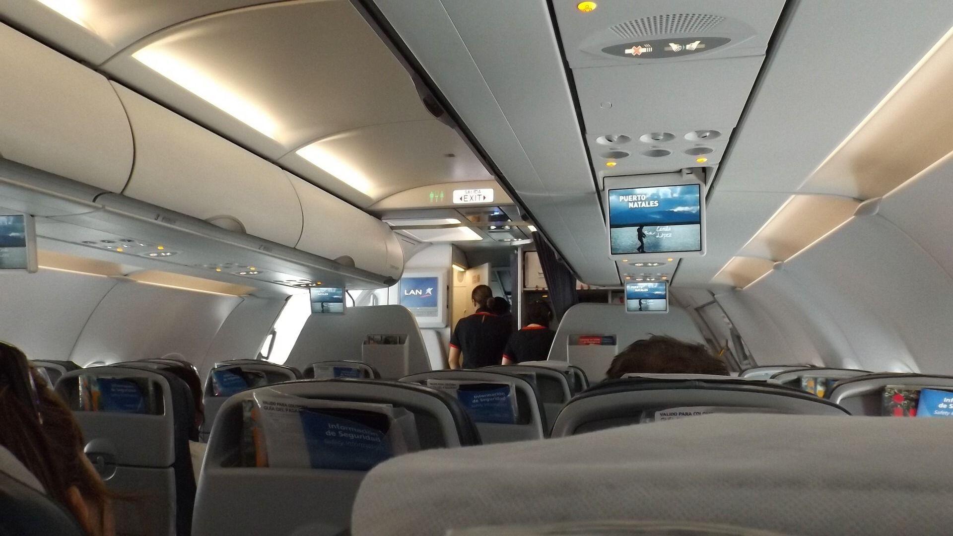 Nella cabina di un aereo - Sputnik Italia, 1920, 17.06.2021