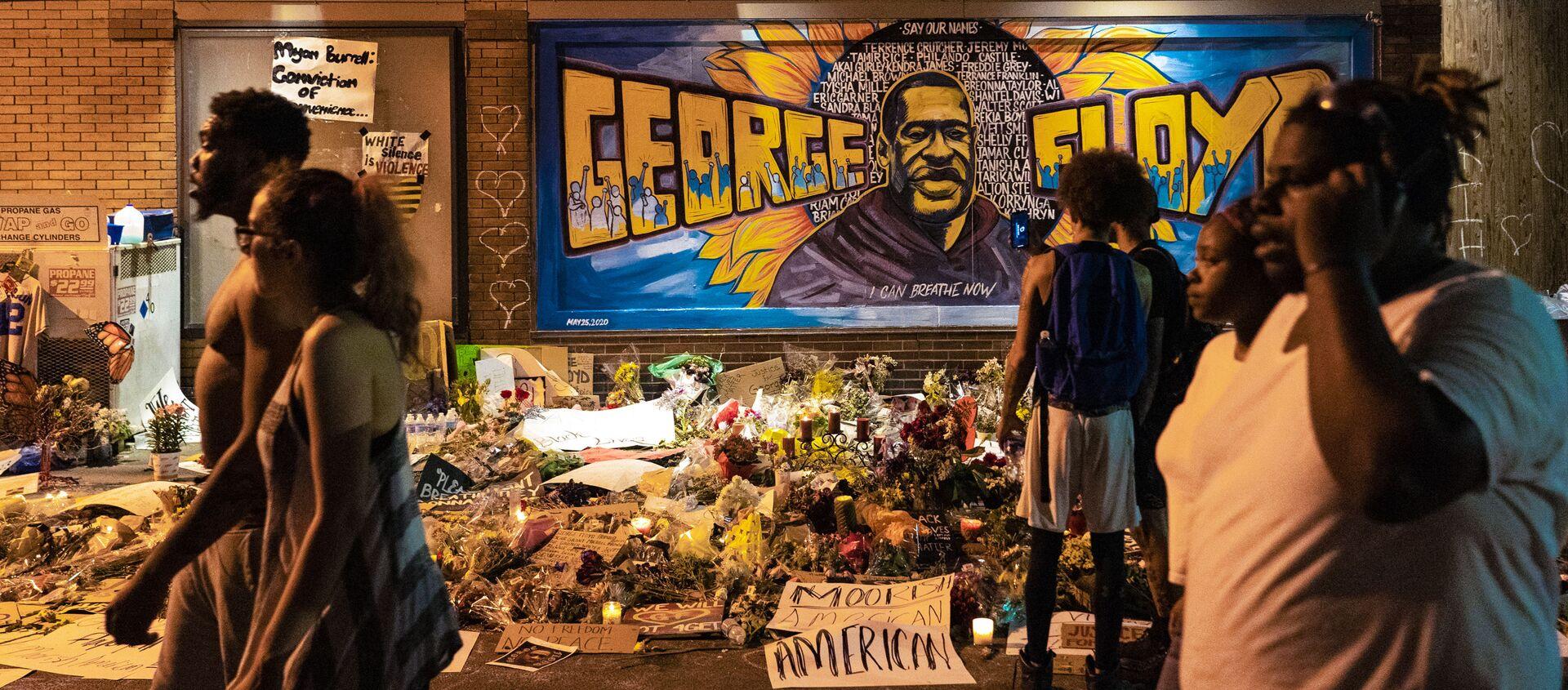 L'omaggio della street art a George Floyd - Sputnik Italia, 1920, 29.03.2021