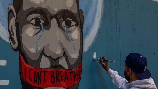 Граффити с изображением убитого полицейским афроамериканца Джорджа Флойда в Лос-Анджелесе - Sputnik Italia