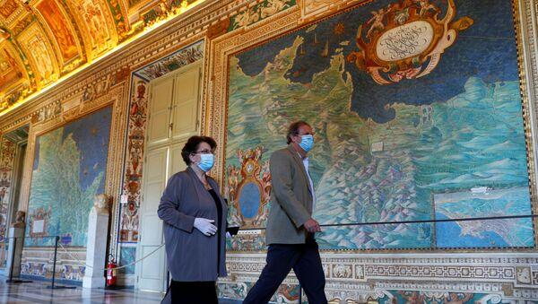 Посетители вновь открывшегося музея в Ватикане - Sputnik Italia