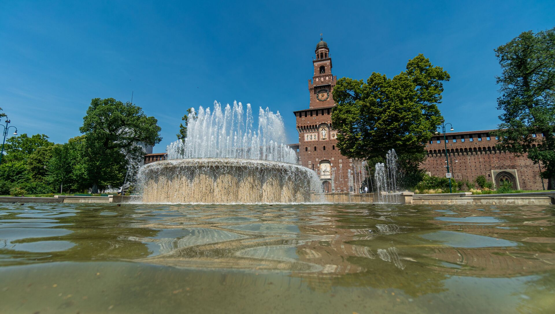 La fontana al Castello Sforzesco a Milano - Sputnik Italia, 1920, 11.03.2021