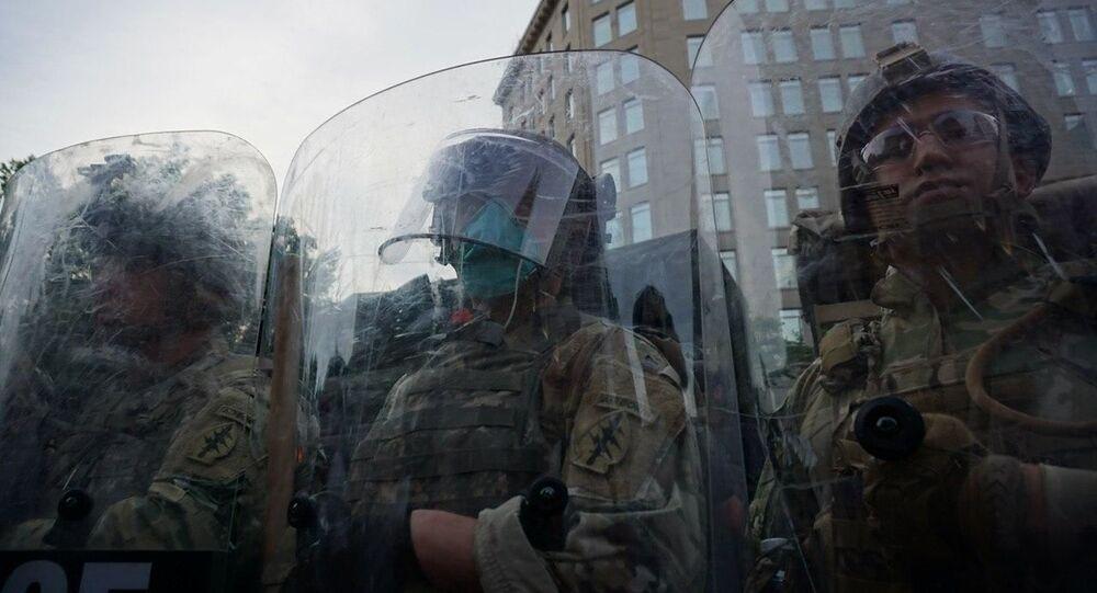 Le forze dell'ordine durante le proteste a Washington per la morte di George Floyd