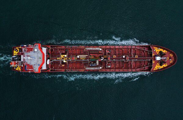 Una petroliera passa il canale Aransas nel Golfo di Messico. - Sputnik Italia