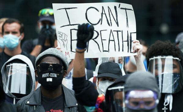 I manifestanti durante le proteste in corso a seguito della morte di George Floyd a New York, USA - Sputnik Italia