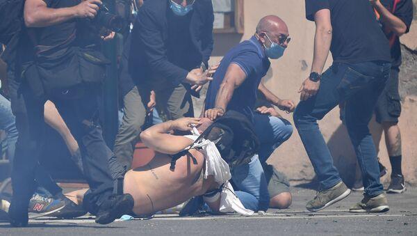 Roma: ultras ed estrema destra manifestano contro il governo Conte - Sputnik Italia