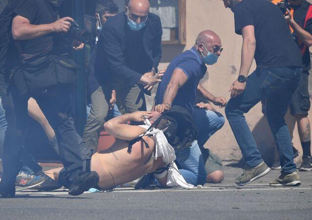 Roma: ultras ed estrema destra manifestano contro il governo Conte