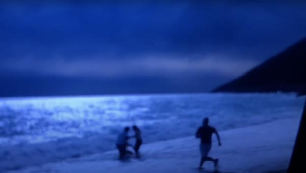 Vittorio Sgarbi soccorso mentre fa un bagno in mare - Sputnik Italia