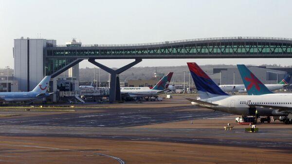Airplanes are seen London's Gatwick airport - Sputnik Italia