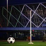 La bandiera italiana sulla facciata dello stadio di Volgograd