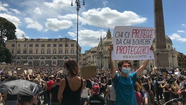 Protesta a piazza del Popolo  - Sputnik Italia