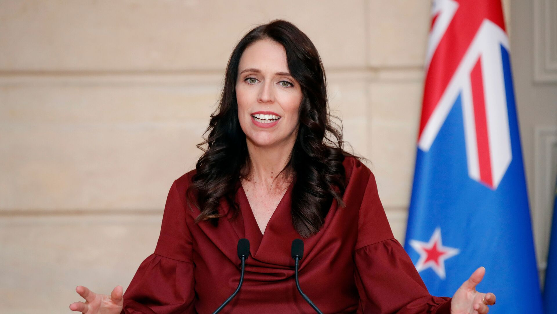 New Zealand Prime Minister Jacinda Ardern gestures as she speaks during a media conference with French President Emmanuel Macron, at the at the Elysee Palace in Paris, Monday, April 16, 2018 - Sputnik Italia, 1920, 12.03.2021