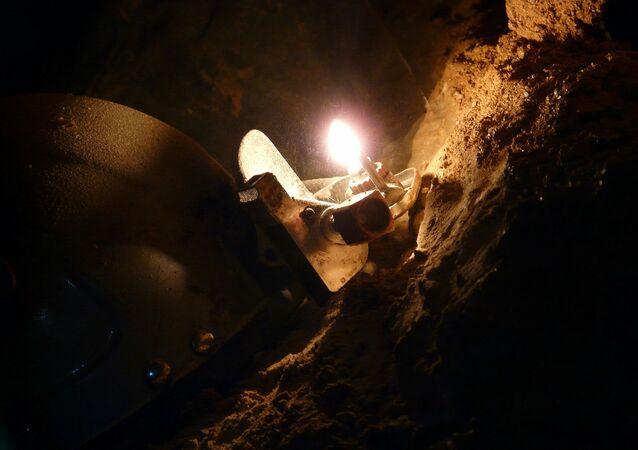 Speleologi dispersi in una grotta