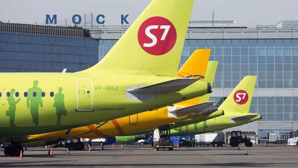 Aerei della compagnia S7 Airlines a Mosca - Sputnik Italia