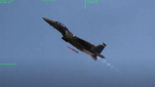 Prove del caccia F-15E Strike Eagle nel Nevada - Sputnik Italia