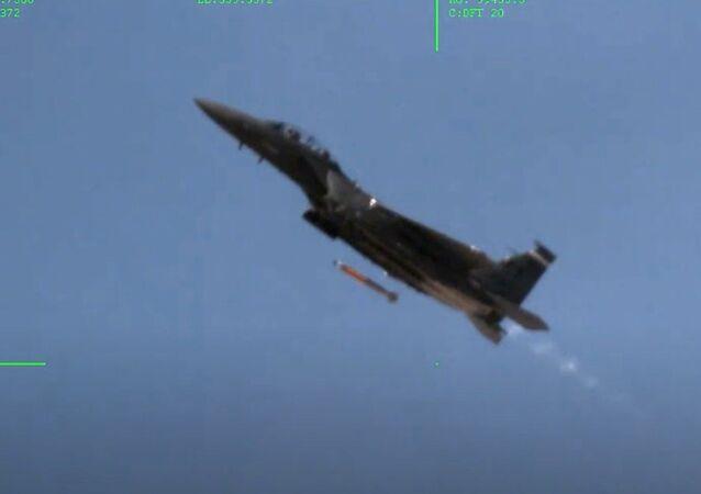 Prove del caccia F-15E Strike Eagle nel Nevada