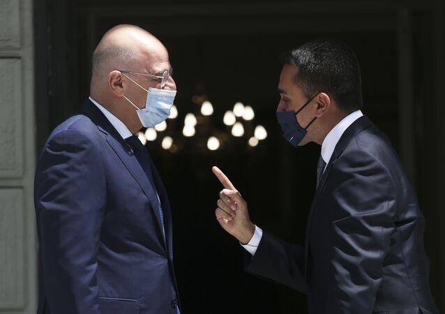 I ministri degli Esteri Nikos Dendias e Luigi Di Maio hanno siglato l'accordo l'Accordo sulla Delimitazione delle Zone Marittime tra Grecia e Italia (09.06.2020)