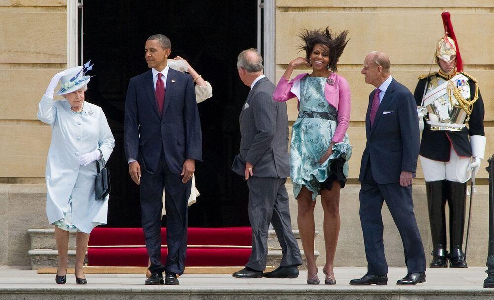 La regina del Regno Unito Elisabetta II, il presidente statunitense Barack Obama, la first lady degli Stati Uniti Michelle Obama e il principe Filippo, duca di Edimburgo al Palazzo Buckingham, 2011.
