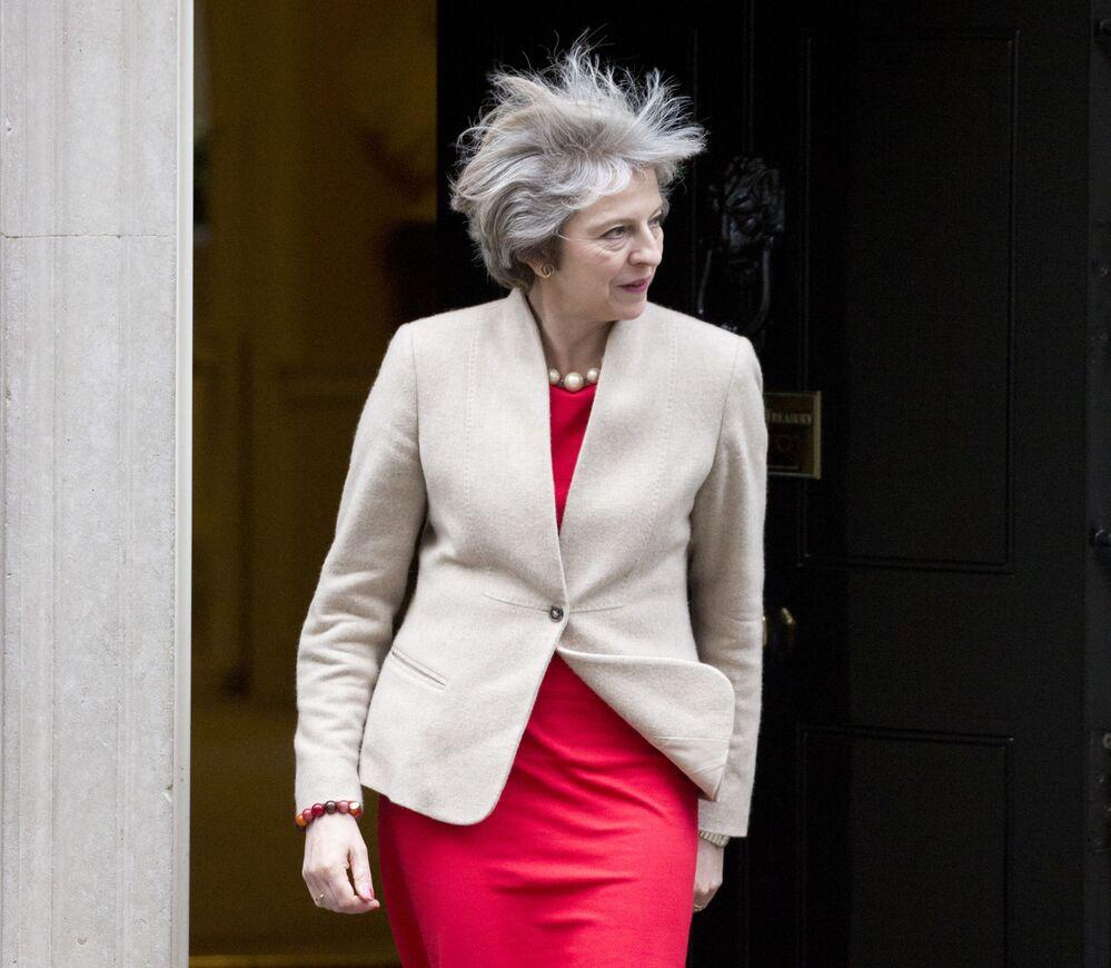 Il primo ministro britannico Theresa May in Downing Street va all'incontro con il primo ministro neozelandese Bill English, 13 gennaio, 2017.