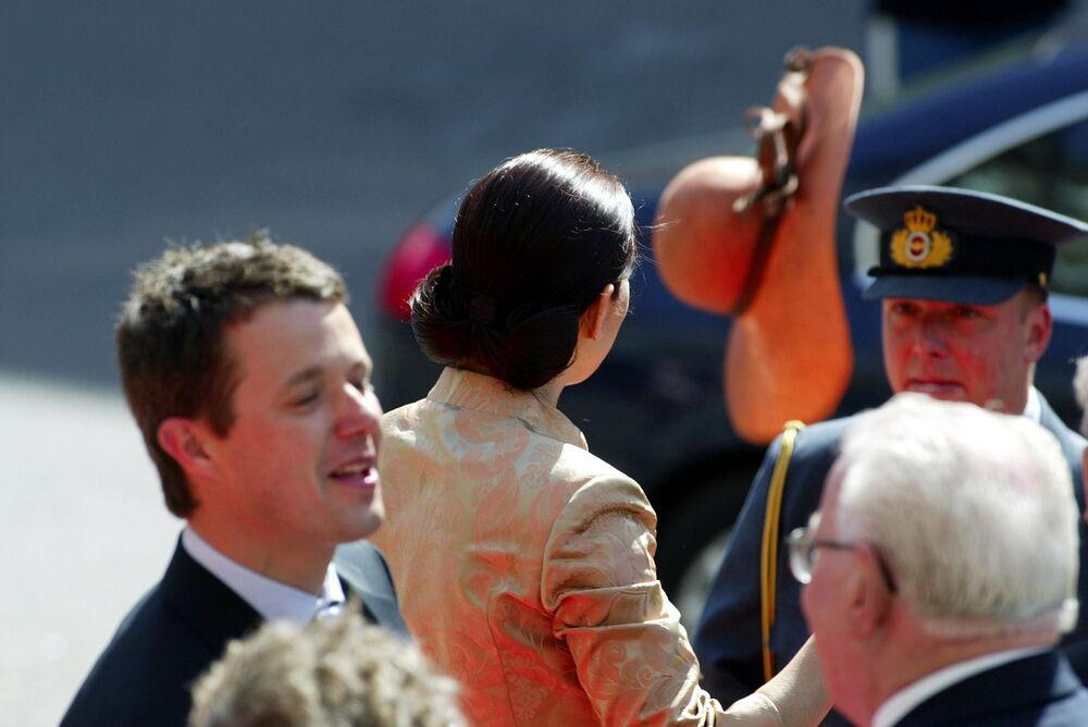 Mary Donaldson di Australia in visita al parlamento della città di Copenhagen, 13 maggio 2004. Mary sposerà il Principe Frederik di Danimarca il giorno dopo.
