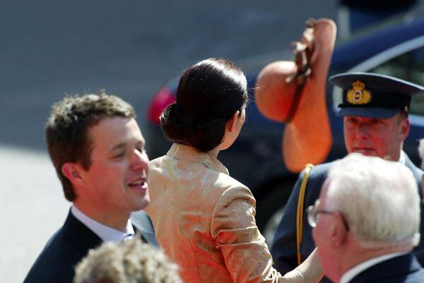 Mary Donaldson di Australia in visita al parlamento della città di Copenhagen, 13 maggio 2004. Mary sposerà il Principe Frederik di Danimarca il giorno dopo. - Sputnik Italia