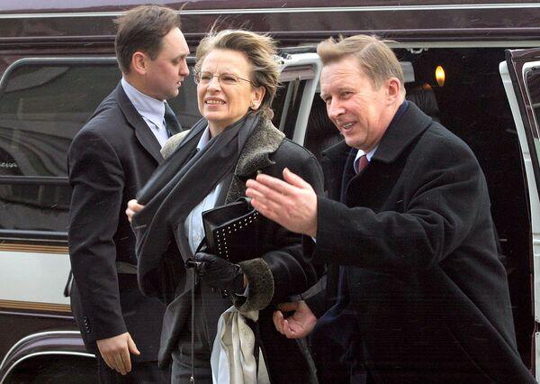 Il ministro della Difesa della Russia, Sergei Ivanov, con l'omologo francese, Michele Alliot-Marie, durante l'incontro a San Pietroburgo, 2005. - Sputnik Italia