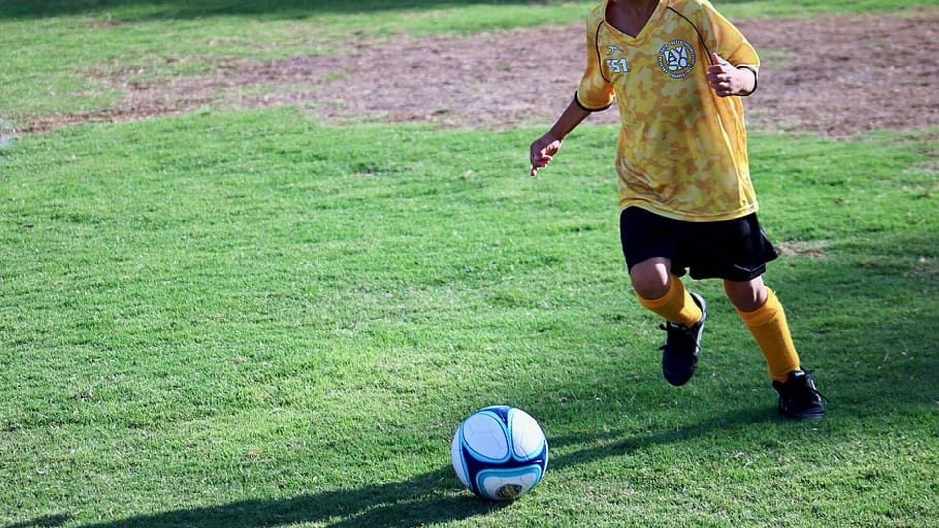 Bambino che gioca a calcio - Sputnik Italia, 1920, 26.03.2021