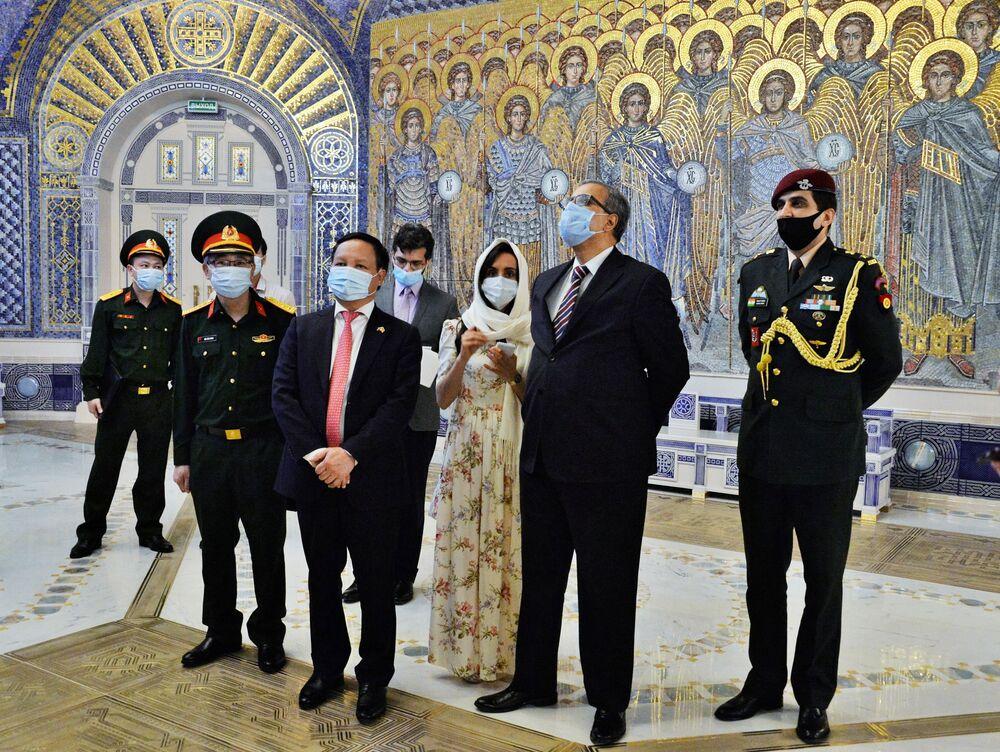 L'ambasciatore dell'India in Russia, Venkatesh Varma, in visita alla Cattedrale delle Forze armate russe.
